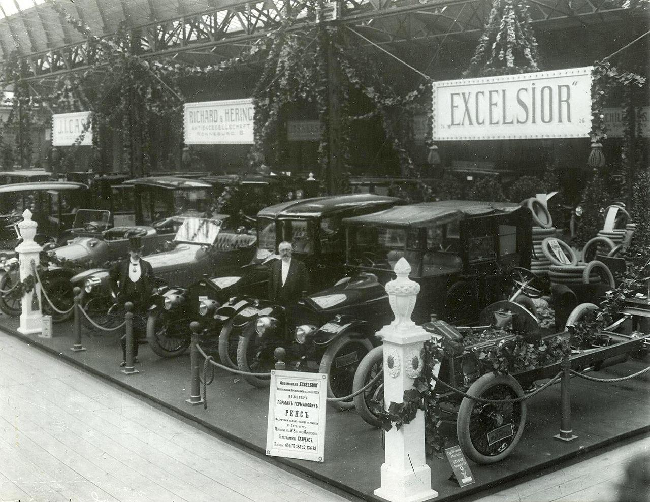 0_a9422_bffef590_XXXLАвтомобили фирмы Эксцельсиор - экспонаты выставки.
