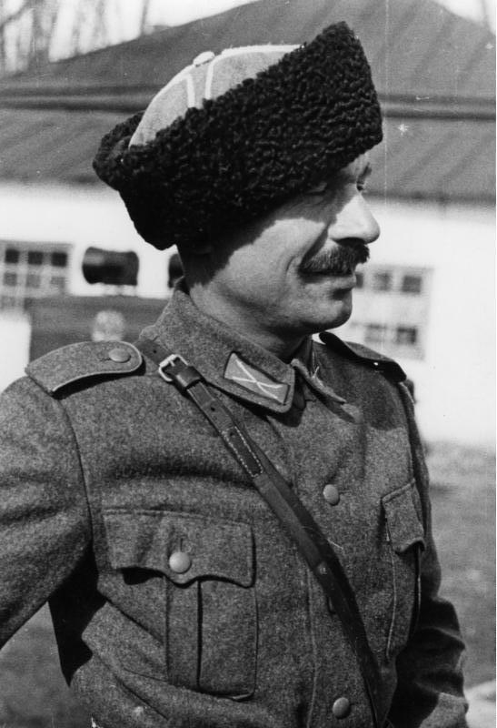 Bundesarchiv_Bild_146-1978-041-03,_Russland,_Kosak_in_der_Wehrmacht