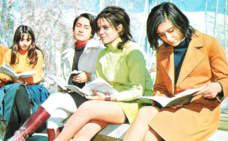 preview_25814c05898235d8e2b248b22f4f55baСтудентки Тегеранского университета в перерыве между занятиями, 1971 год