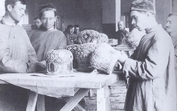 yepizod_iz_jatija_tserkovnikh_tsennostei_vesna_1922