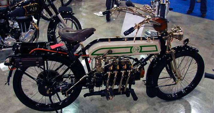 Компания Fabrique Nationale de Herstal ( FN) - бельгийский изготовитель огнестрельного оружия также создавала мотоциклы. Это мотоцикл 1913 года