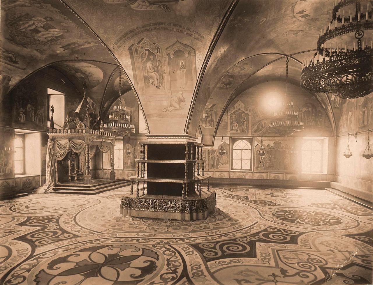 0_a84cd_c3ec1aa2_XXXLИнтерьер Грановитой палаты (построена в 1487-1491 гг. итальянскими архитекторами Марком Фрязиным и Пьетро Антонио Солари