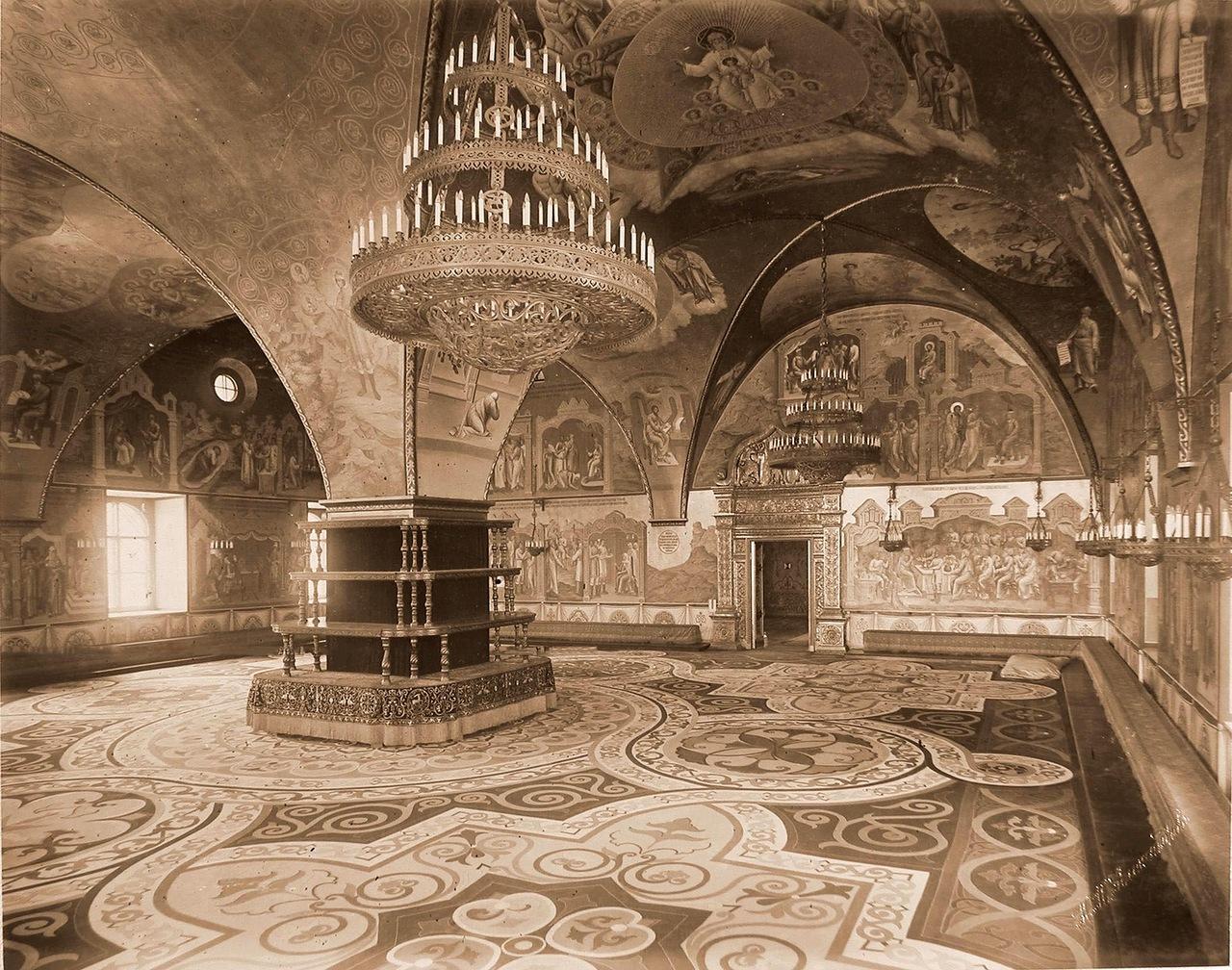 0_a84ce_aed70c2e_XXXLИнтерьер Грановитой палаты (построена в 1487-1491 гг. итальянскими архитекторами Марком Фрязиным и Пьетро Антонио Солари