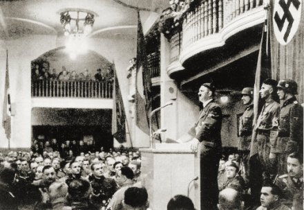 Hitler_addressing_Beer_Hall