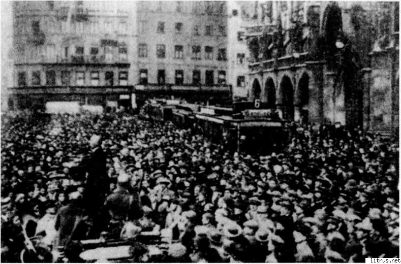 6111_i_012Штрейхер выступает как народный оратор 9 ноября 1923 года