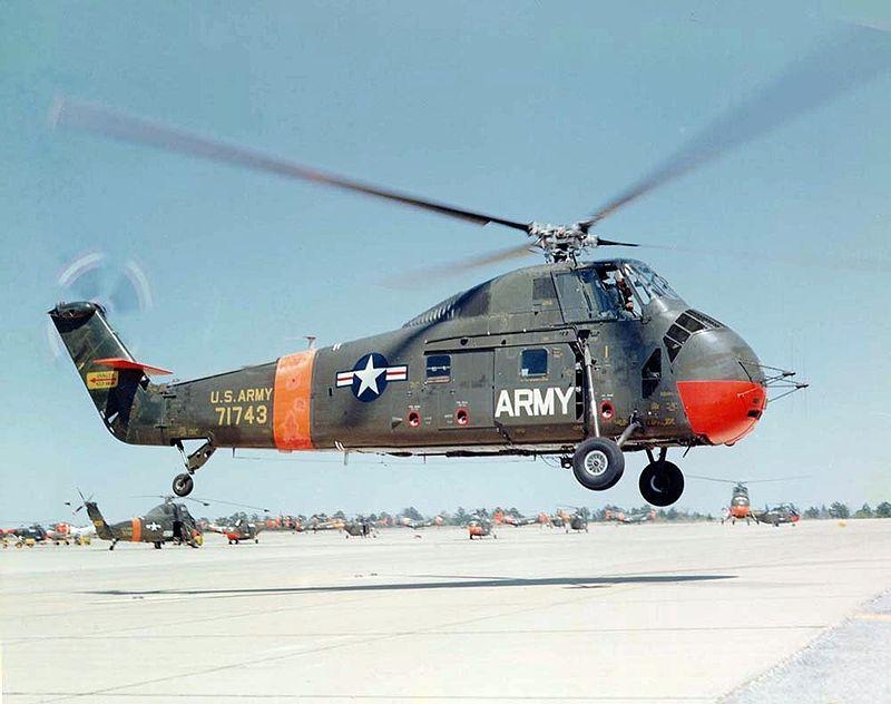 800px-Sikorsky_S-58_landing_c