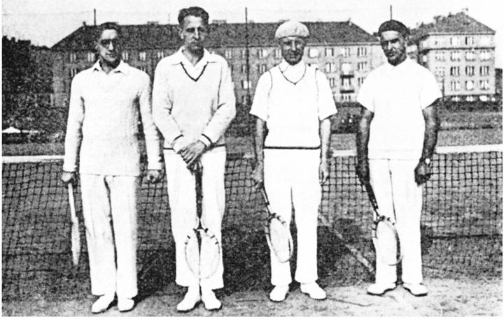 111Члены Русского лаун-теннис клуба в Праге (1931