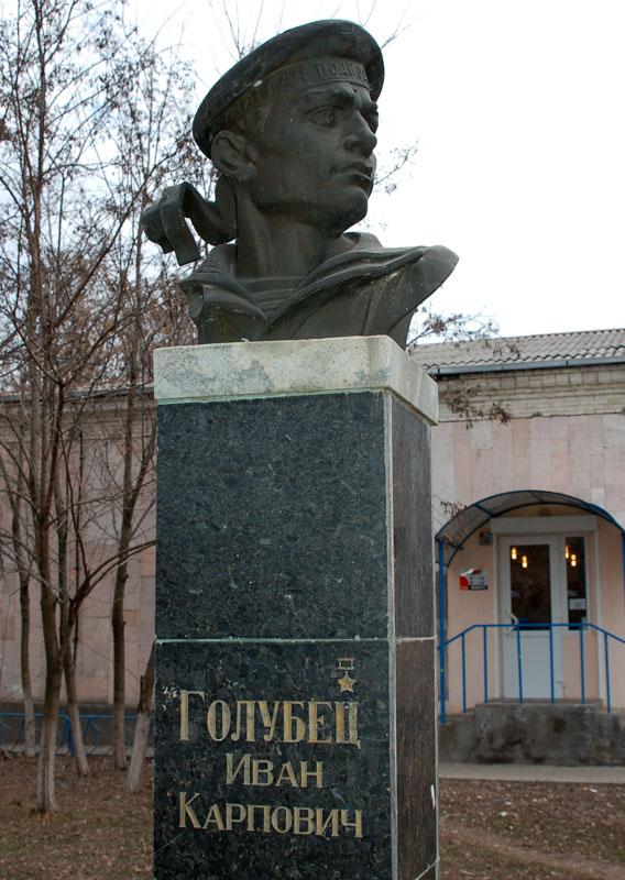 Golubets_Monument