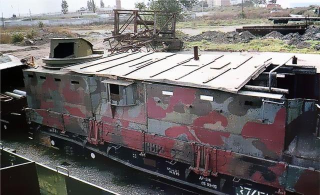 бронепоезд-1отряд Стрелкова соорудил даже самодельный бронепоезд, но он был разбит украинской авиацией