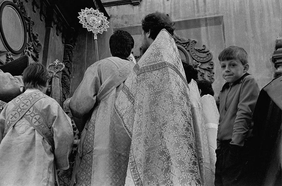 1310711851175670_big_photoИз серии «Первая служба в храме Петра и Павла». Казань, 1990