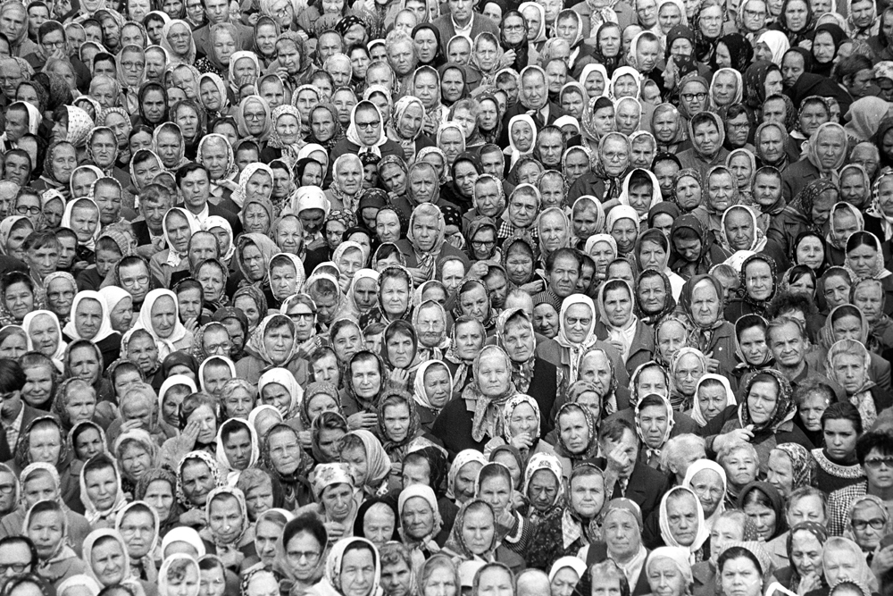 Первая служба в храме Петра и Павла». Казань, 1990