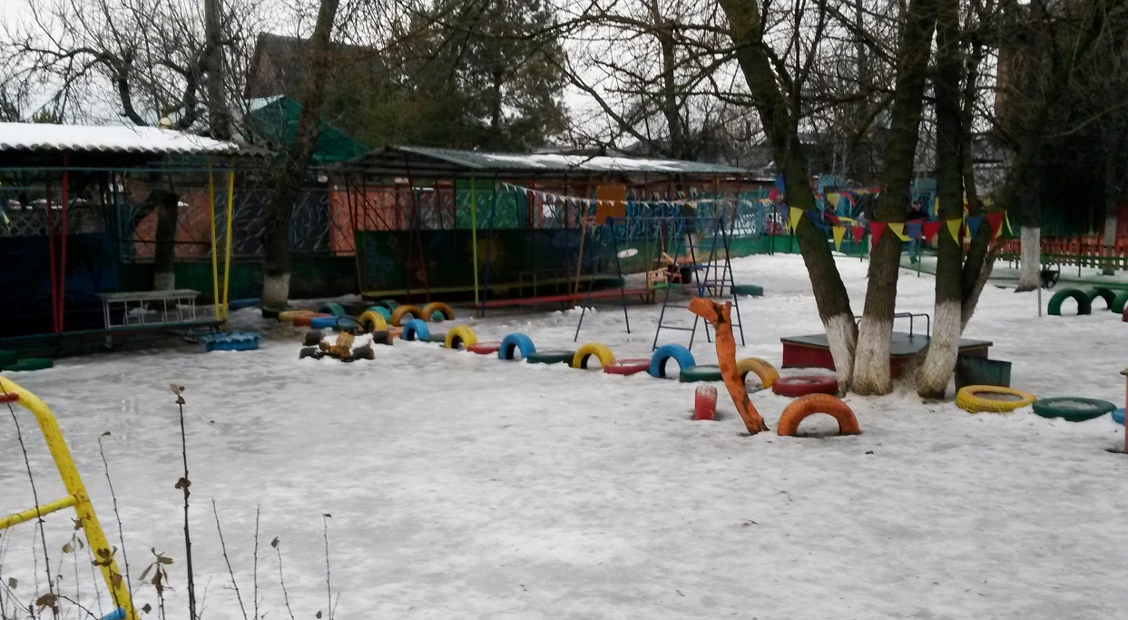 Детская площадка в современном российском садике