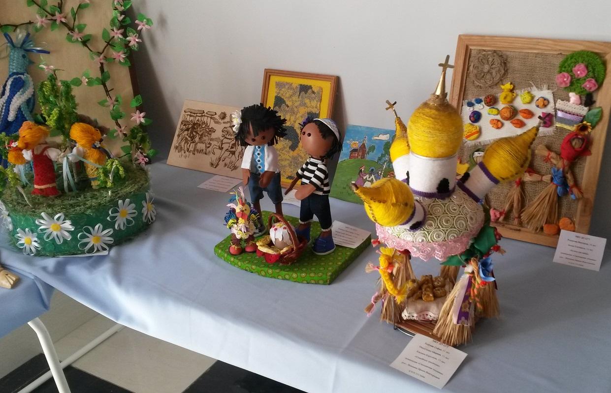 Детское творчество России, Выставка, кроют, достойно, вполне, дерева, поделки, замечалс, Господь, Чтобы, золотом, чистым, теперь, Купола, детского, рисовали, купола, спине, уголовники, Раньше