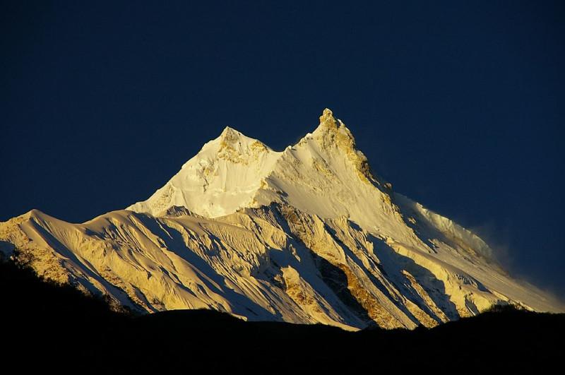 Манаслу IГора в Непале, восьмитысячник. Лес остался ниже, как и большая часть скал. Больша ягора.