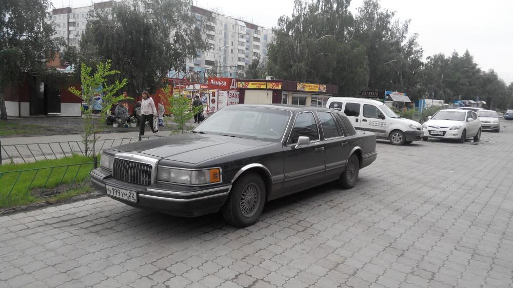 Lincoln Town Car '1990–97 1.jpg