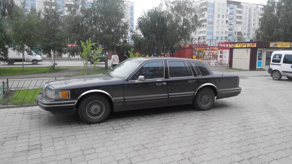 Lincoln Town Car '1990–97 2.jpg