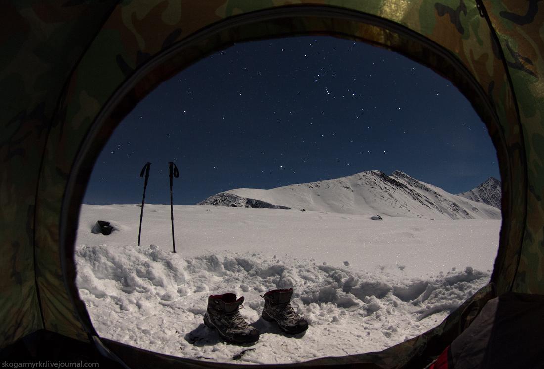 ночёвка в палатке на перевале Кара-Тюрек в сентябре ночь звёзды полнолуние фото