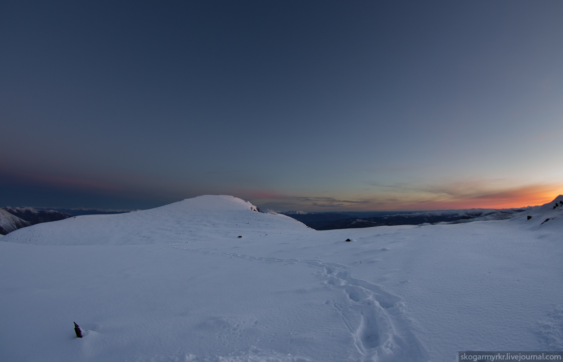 верхняя тропа по хребту от ручья Куйлю к перевалу Кара-Тюрек сентябрь рассвет снег
