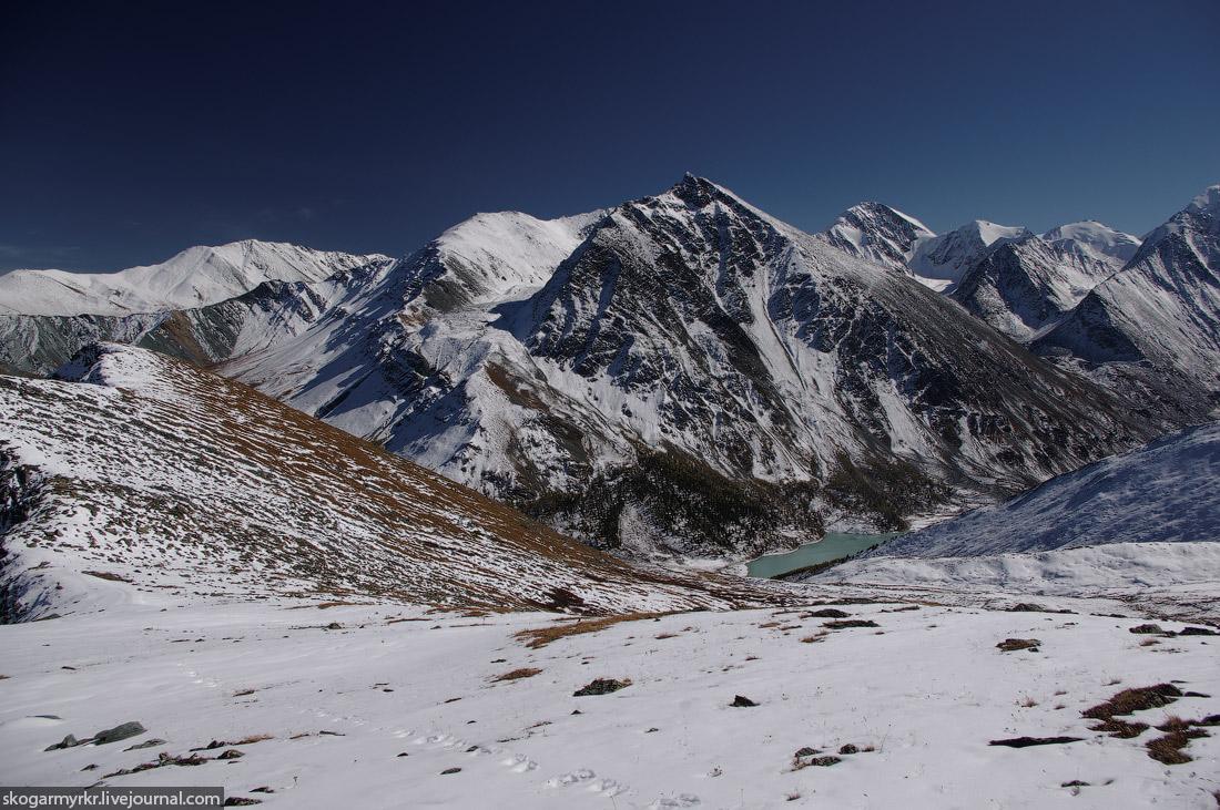 Аккемское озеро Аккем Белуха гора фото сентябрь снег Кара-Тюрек поход туризм