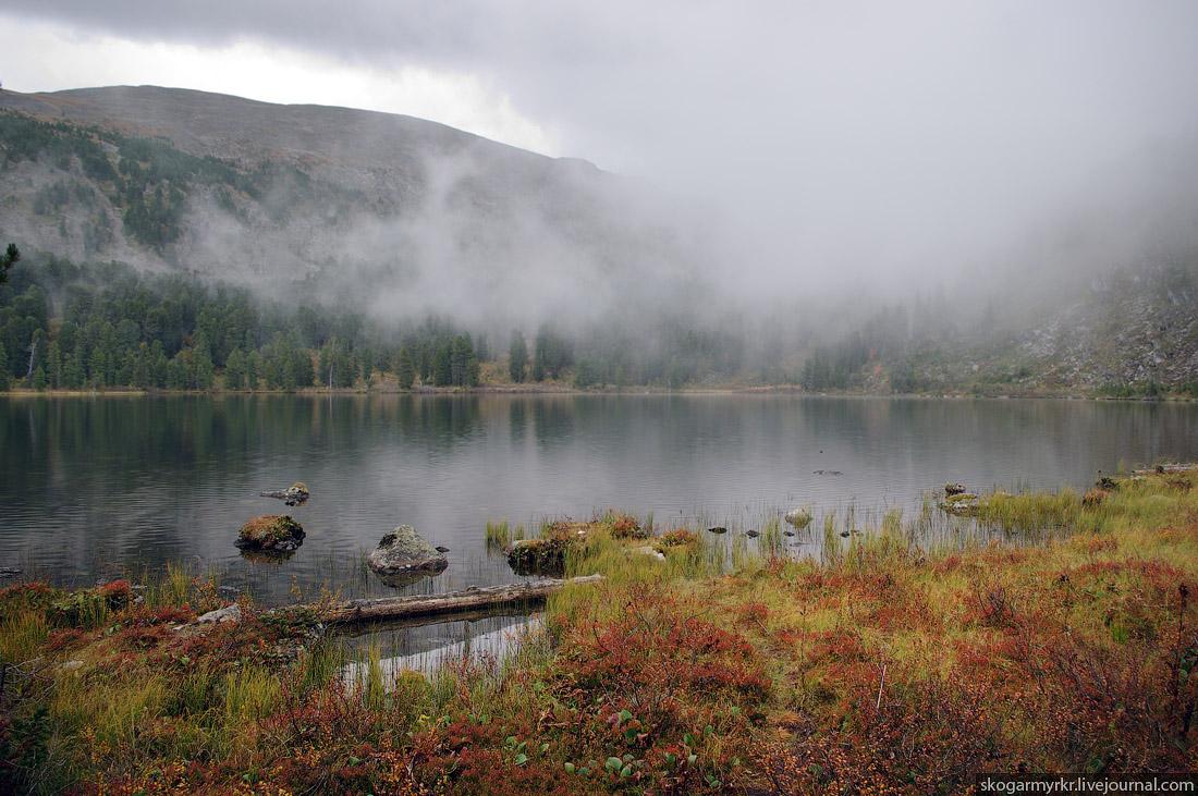 Горный Алтай, Каракольские озёра осенью, Багаташ в тумане фото