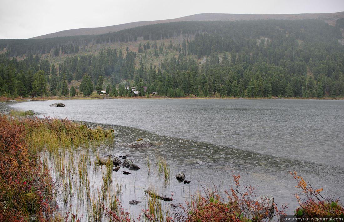 турбаза на Каракольских озёрах под дождём, осень, Горный Алтай фото