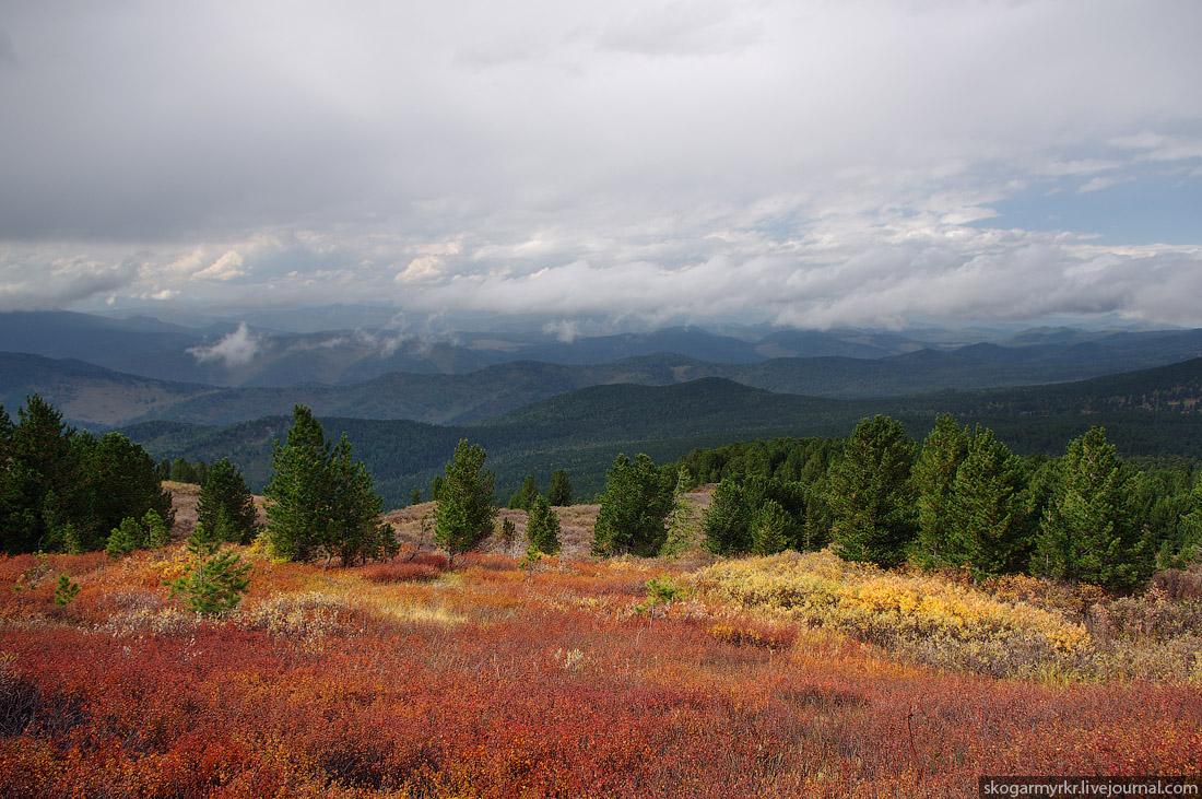 вид с перевала Багаташ на север, Каракольские озёра осенью, Горный Алтай фото