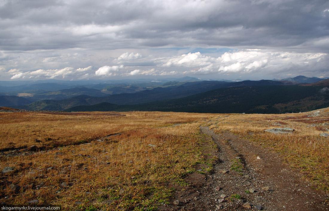 конная тропа на перевале Багаташ над Каракольскими озёрами, Горный Алтай фото