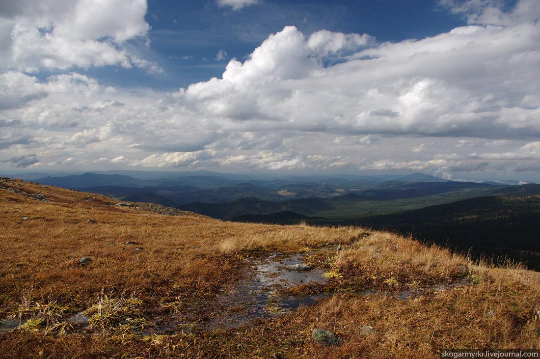 озерцо на склонах перевала Багаташ, осенний Горный Алтай фото
