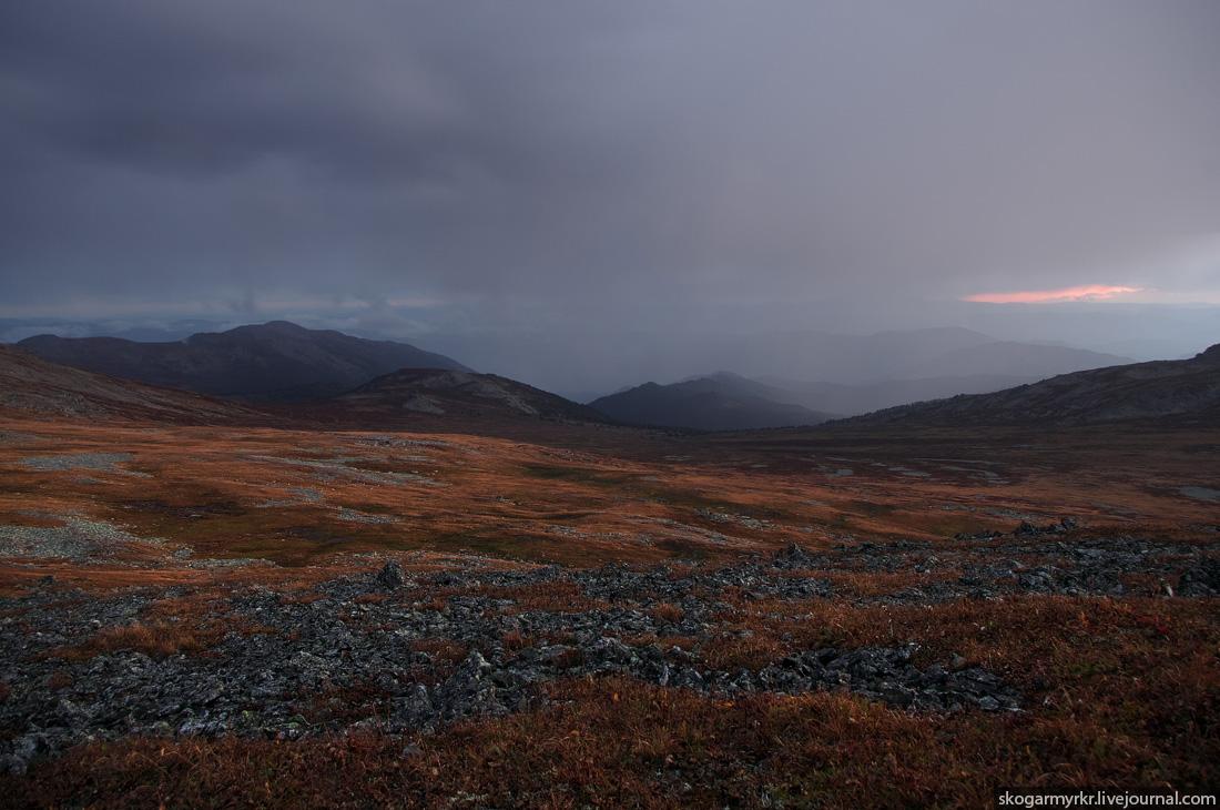 панорама перевала Багаташ, вид на южные хребты, Горный Алтай фото