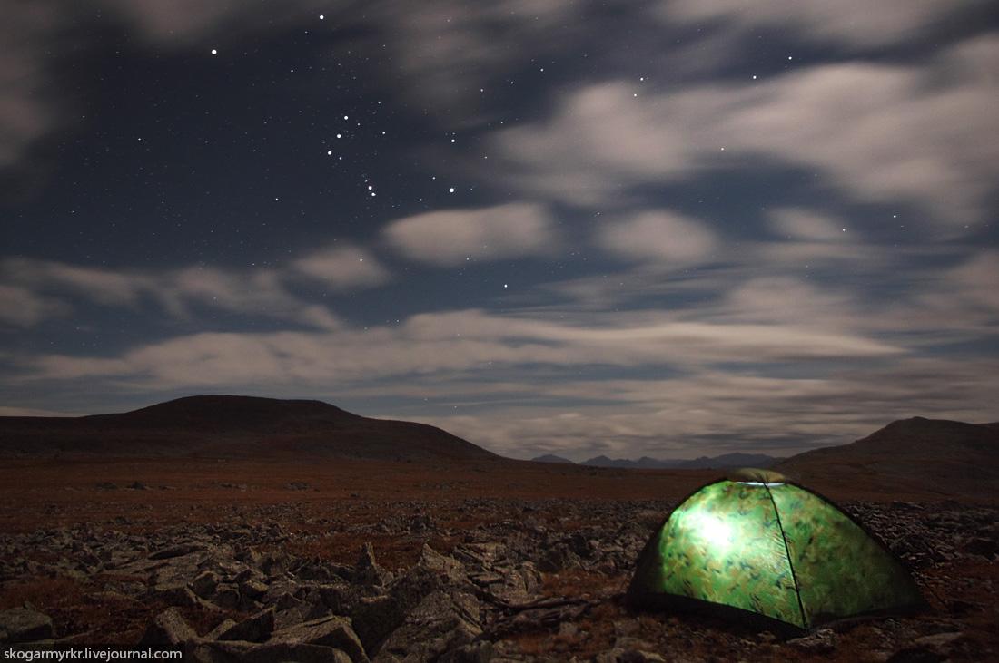 ночёвка в палатке на перевале Багаташ под звёздами ночное фото Горный Алтай горы