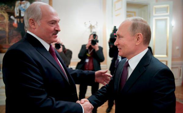 Зачем Путин дал денег Лукашенко?