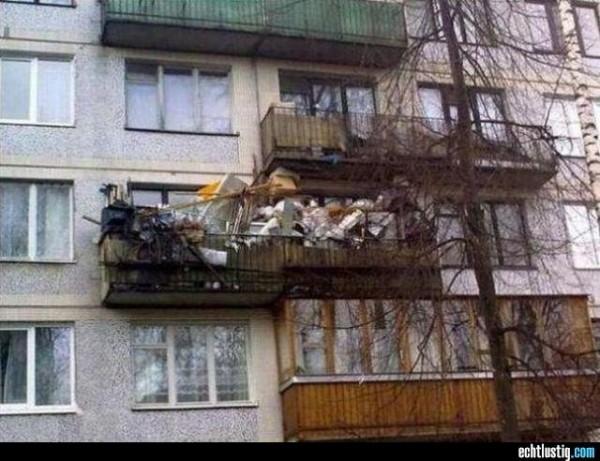 komplett-zugemuellter-balkon