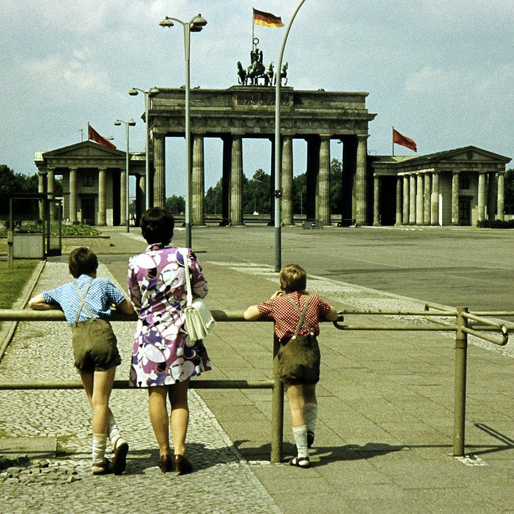 mutti-warum-koennen-nicht-mal-dorthin-gehen-berlin-1972