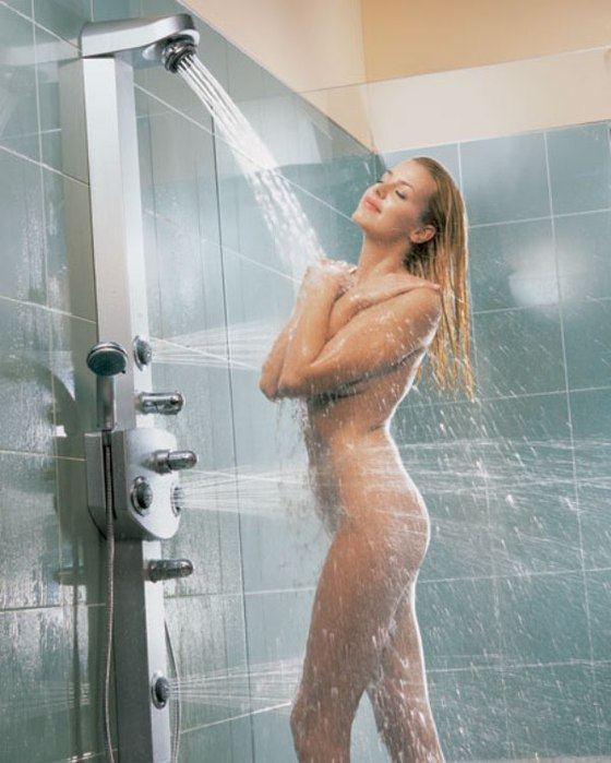 Фото девушка в душе моется