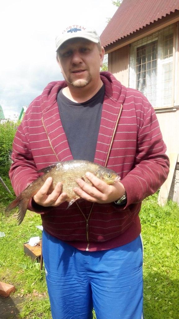 Янченков с рыбой!.JPG