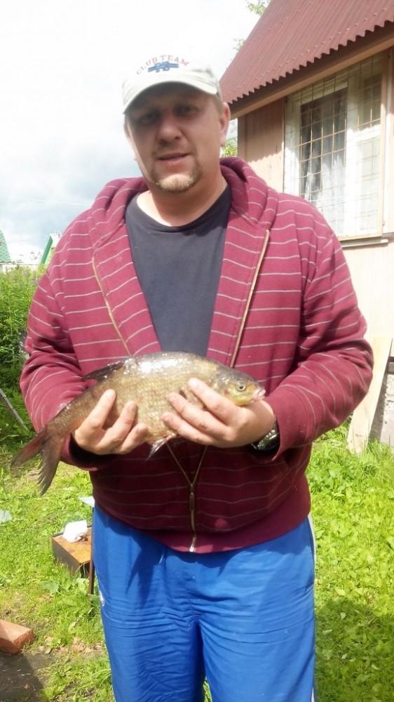 Янченков с рыбой.jpg