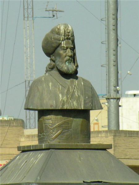 Памятник Бюзюркмехру (Важург-Михру) в Исфахане