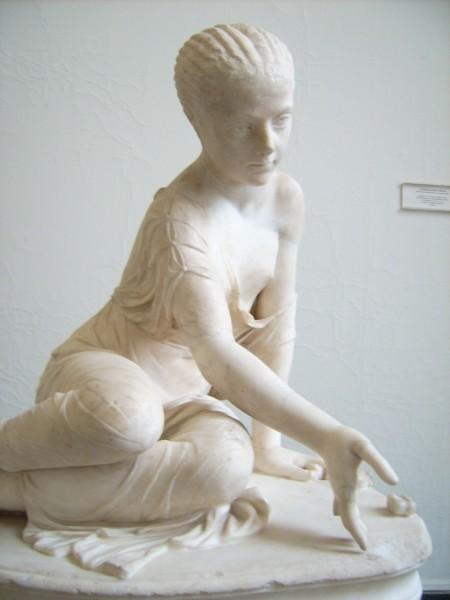 Музей г. Пергам. Девочка, играющая в кости.