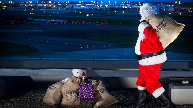814543-santa-airport