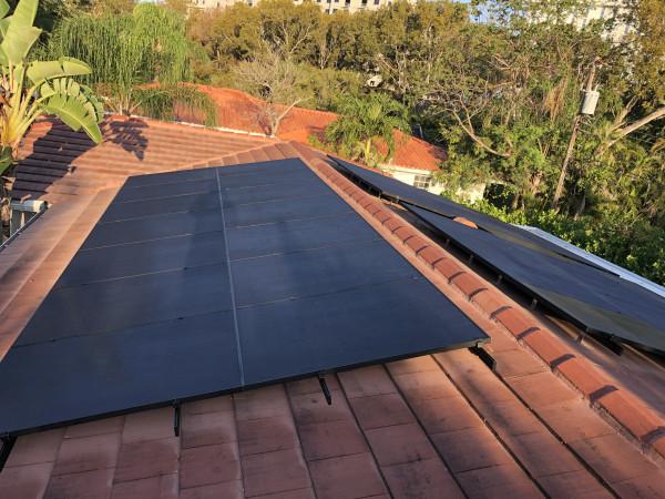 Установка солнечных панелей на крыше дома (часть 3) 9F999906-5C72-48C2-A856-ACA82BF64D8E.JPG