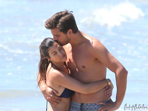 Kourtney-Kardashian-Vacation-with-Scott-Disick-Mason-Disick-7-580x435