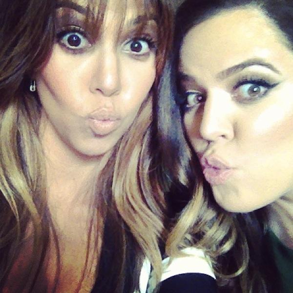 Kourtney-Kardashian-Kissy-Faces-with-Khloe-Kardashian