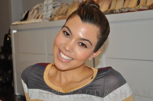 Kim-Kardashian-Kourtney-Looking-Cute-003-491x326