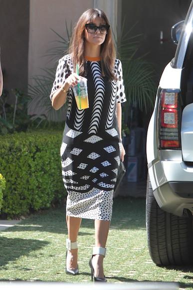 Kourtney-Kardashian-and-Khloe-Head-to-Wacko-in-Hollywood25