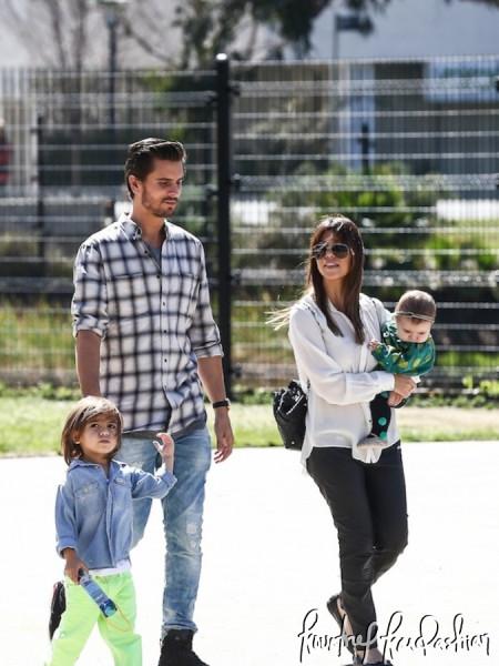 Kourtney-Kardashian-LaBrea-Tar-Pits-with-Family-1-675x900
