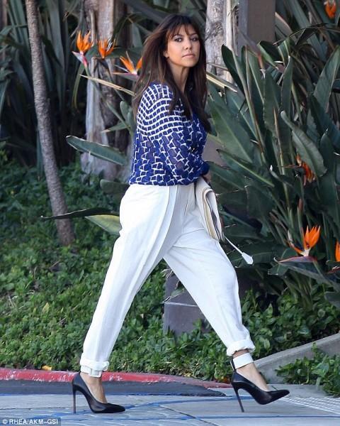 Kourtney-Kardashian-Meeting-at-Jenner-Communications-6