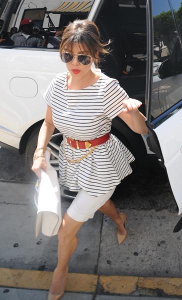 Kourtney-Kardashian-Bel-Bambini-with-Kim-Kardashian-2