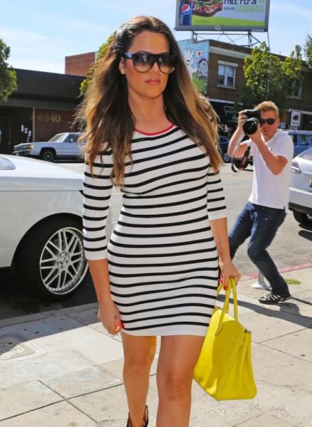 Khloe-Kourtney-Kardashian-Shop-At-Wacko-In-West-Hollywood-1-580x791