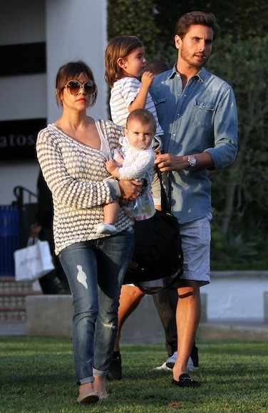 Kourtney-Kardashian-Playdate-Park-in-Malibu-34