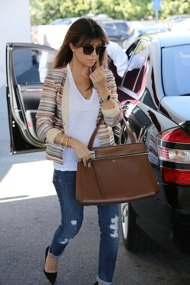 Kourtney-Kardashian-Goes-to-Casa-Vega-with-Sisters-and-Scott-Disick-9